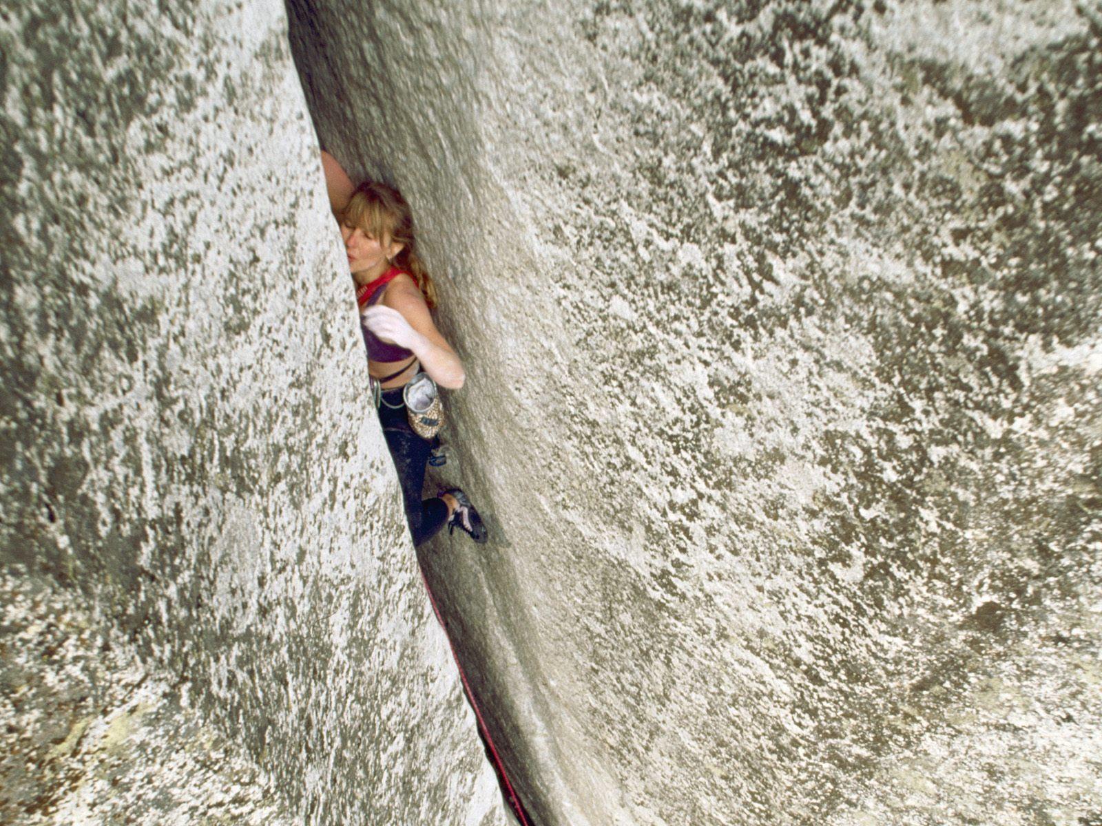 Расщелина между женских ног 20 фотография