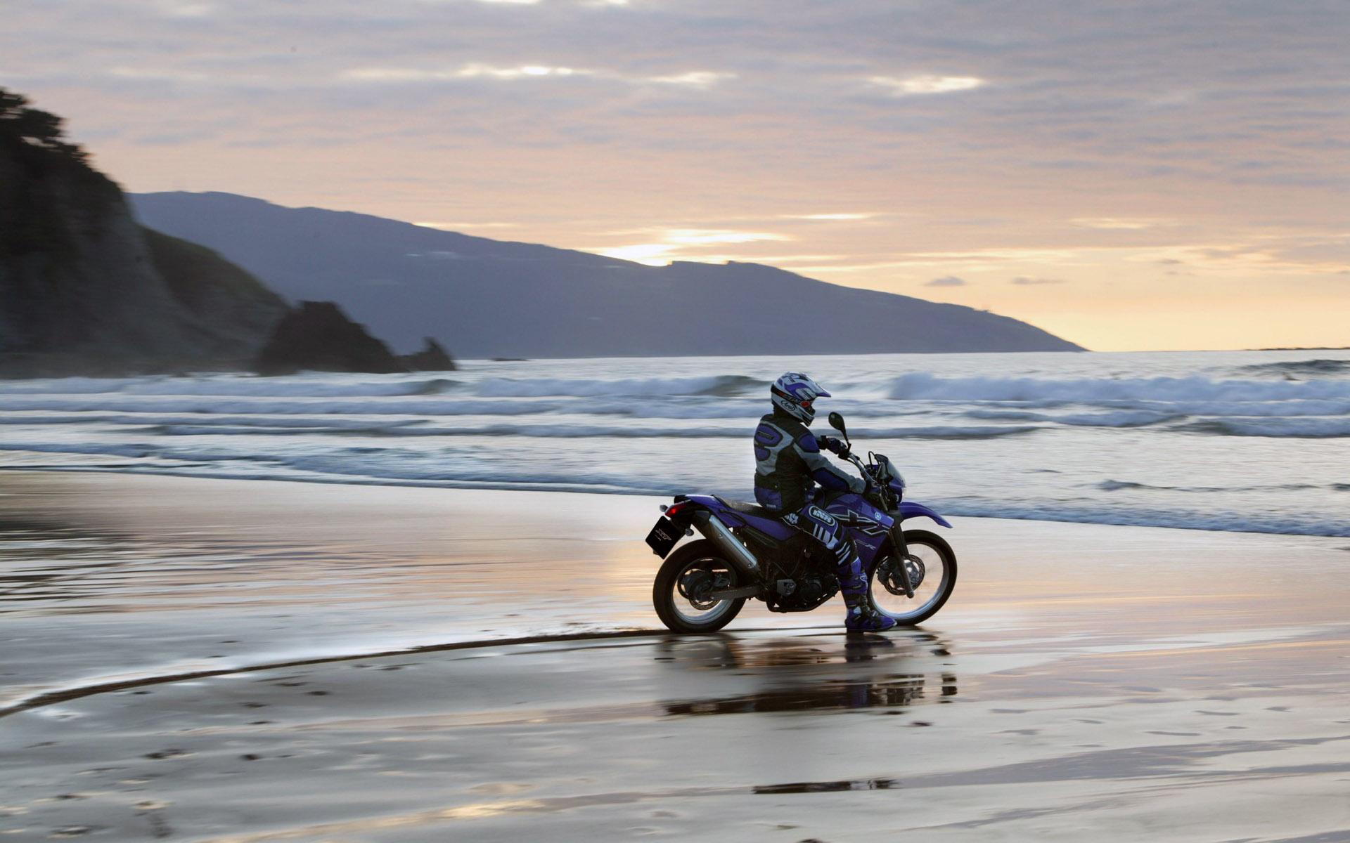 Фото возле мотоцикла 10 фотография